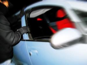 briefcase-stealing-1436870-w1200-h1200